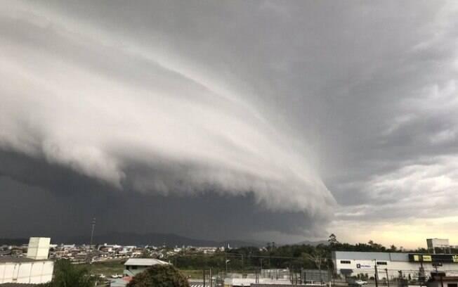 Ventos atingiram mais de 20 cidades de Santa Catarina no primeiro