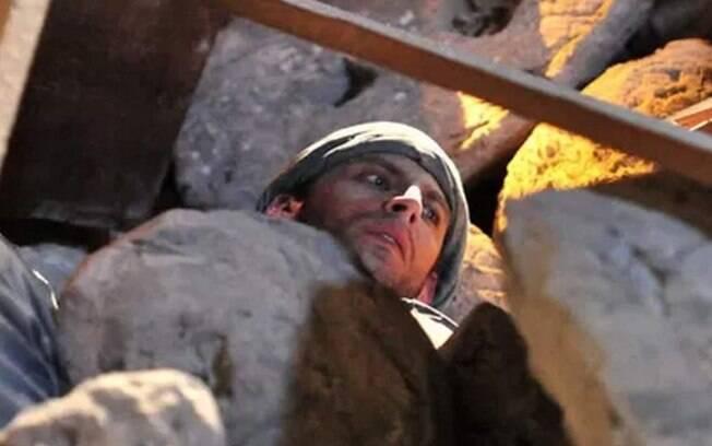 Ao explorar mina com Duque, Cassiano sofre um grave acidente
