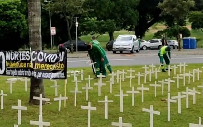 Prefeitura de Indaiatuba retira cruzes colocadas como protesto a mortes por covid-19