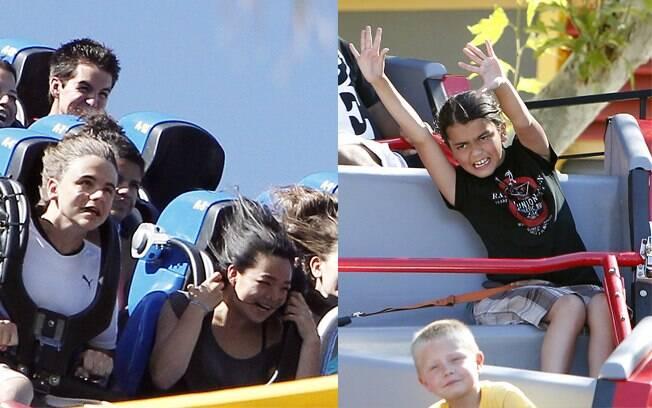 Filhos de Michael Jackson curtem montanha-russa do parque de diversões Magic Mountain, na Califórnia