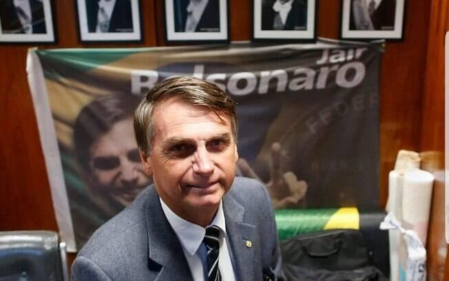 Bolsonaro nega ligação com empresários que bancaram campanha anti-PT; PSL rechaça tese de 'caixa dois de Bolsonaro'