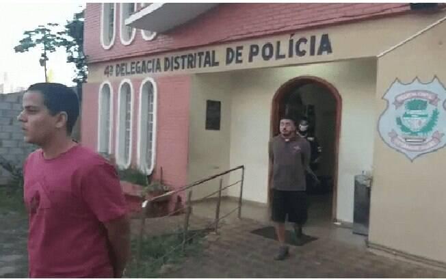 A Polícia Civil de Goiás prendeu dois dos três suspeitos de homofobia após divulgação de vídeo
