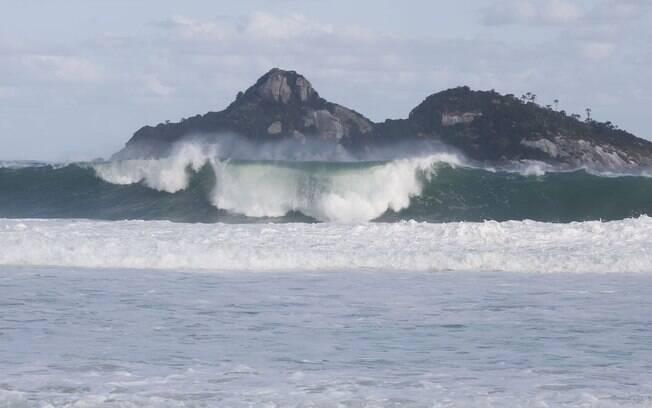 Marinha faz alerta sobre chegada de ciclone extratropical na Bahia