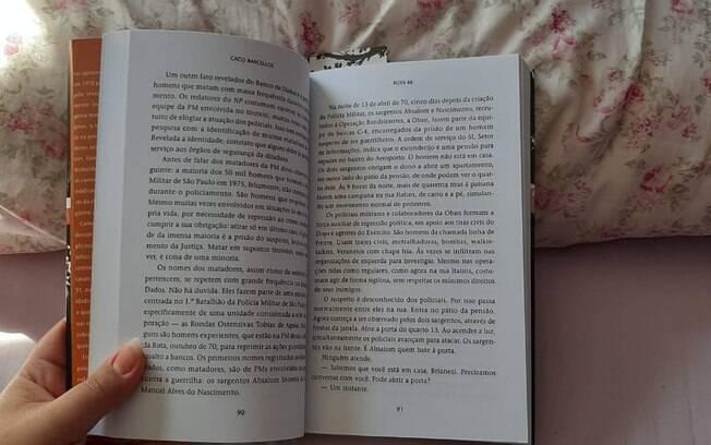 Sophia lê livros tanto para se distrair quanto para adiantar conteúdos da faculdade