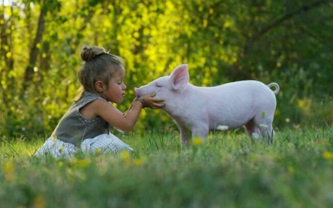 Criar filhos no veganismo com saúde é possível desde que haja cuidado com consumo e suplementação de nutrientes