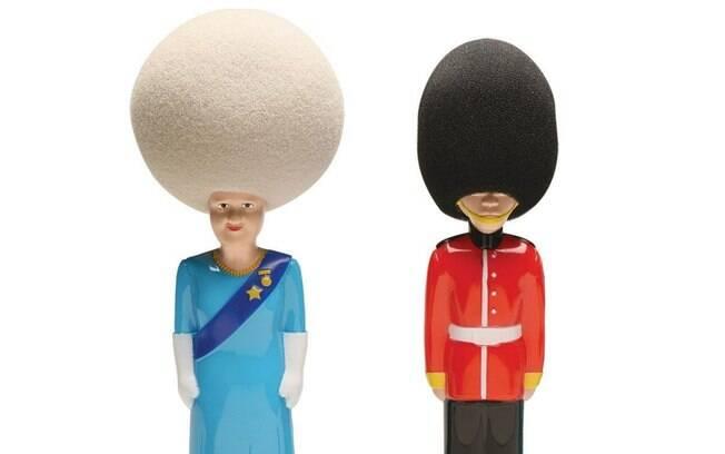 Versões das esponjas homenageiam a Rainha Elizabeth e um guarda do Palácio de Buckingham
