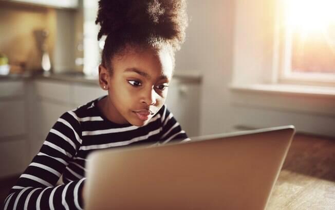 O 'desafio do desodorante' alerta os pais a monitorarem o acesso das crianças à internet depois que uma menina morreu