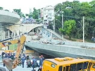 Duas pessoas morreram na queda do viaduto, em julho de 2014