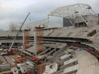 Construção do estádio palmeirense estava paralisada há dez dias, desde a morte de um operário