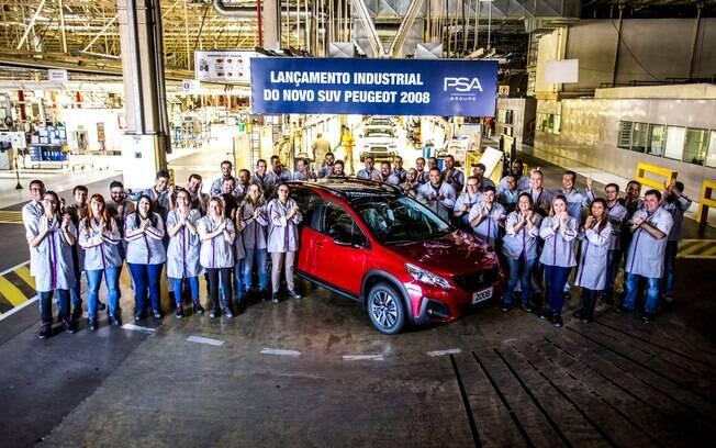 Peugeot 2008 no final da linha de montagem em Porto Real (RJ). Chegada nas lojas será nas próximas semanas