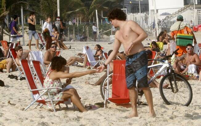 Felipe Dylon foi acompanhado da namorada, a atriz Aparecida Petrowky