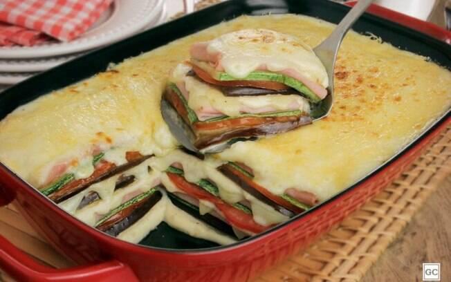 Lasanha de legumes com molho branco para um jantar prático