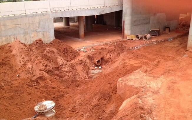 Obras do Mané Garrincha, estádio de Brasília  para a Copa do Mundo e Copa das Confederações, em  março de 2013. Inauguração está marcada para 21/4