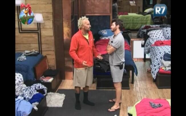 Gui e Marlon conversam sobre briga