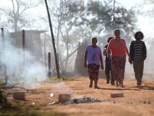 Cidades - Moradores das ocupacoes Rosa Leao , Vitoria e Esperanca , na regiao da Granja Werneck , zona norte de Belo Horizonte MG , vive em clima tenso , ao mesmo tempo , assustados e desconfiados , na ultima semana contra o despejo das familias que vivem nas ocupacoes da regiao conhecida como