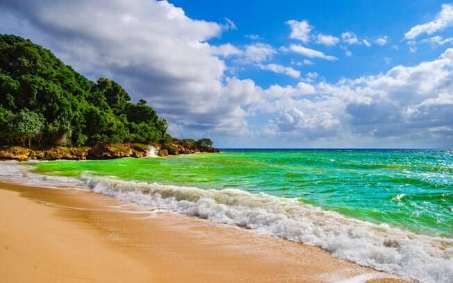 Cor das águas da Ilha Cayo Levantado, na República Dominicana, impressiona os turistas