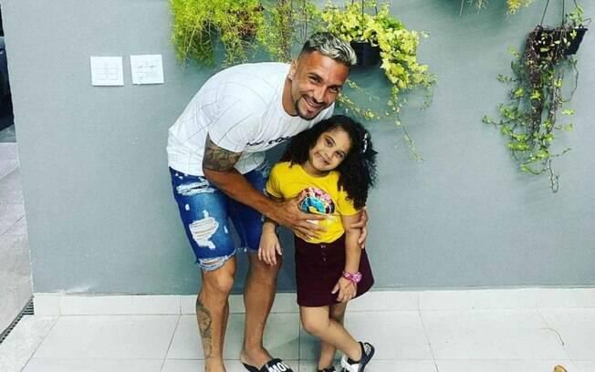 Atleta que perdeu filha morta em tragédia com armário de cozinha desabafa: 'Estrelinha no céu'