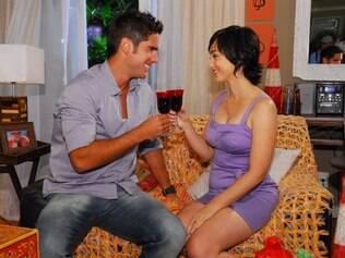 Marcos Pitombo faz par romântico com Simone Spoladore em