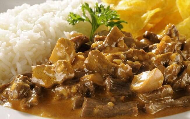 Foto da receita Estrogonofe de carne pronta.