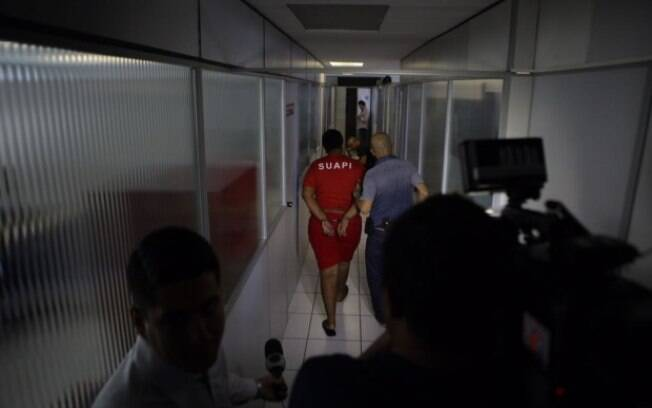 Golpista se passa por piloto para seduzir mulheres no Tinder