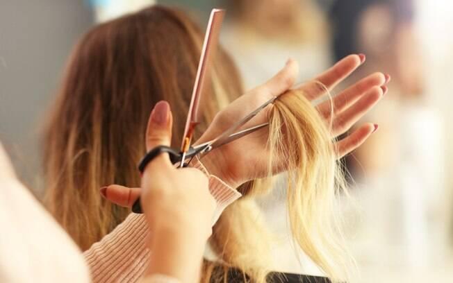 Procurar um novo corte pode te ajudar a ter um cabelo volumoso, principalmente se a alternativa é fugir do corte reto