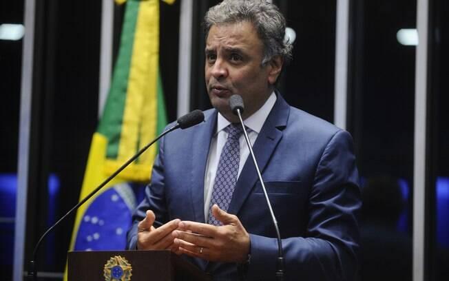 Aécio Neves teve o afastamento do cargo determinado no dia 18 de maio; porém, sua cadeira segue vaga