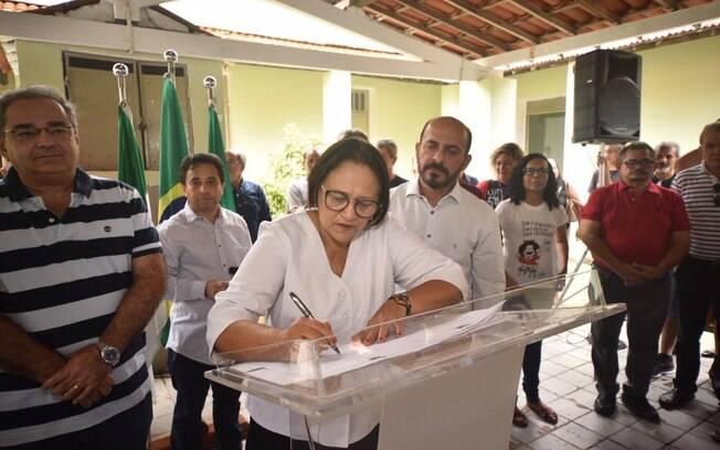 Fátima Bezerra rebatizou prédio com nome de estudante morto durante a ditadura militar