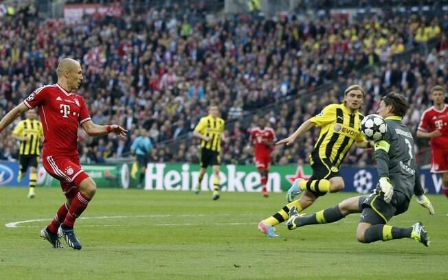 Robben perdeu duas chances claras no primeiro  tempo