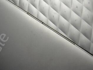 Traseiras do Kindle e do Kobo são feitas de materiais diferentes