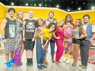 Família. A atriz Tatá Werneck (ao centro, de amarelo) é uma das novas caras do programa