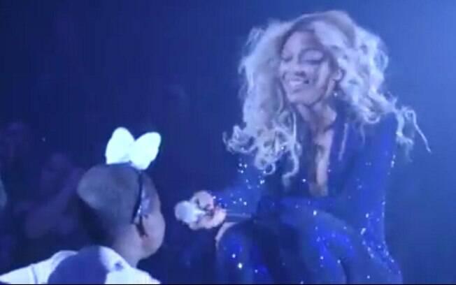 Beyoncé realiza sonho de garota que sofre com câncer raro
