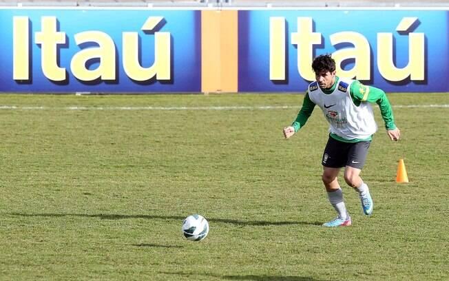 Atacante Diego Costa participou do treino da  seleção nesta sexta-feira