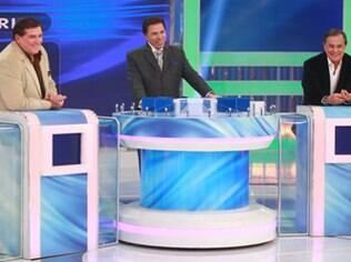 Jogo dos Pontinhos: Ronnie Von e Jerry Adriani participam da brincadeira com Silvio Santos