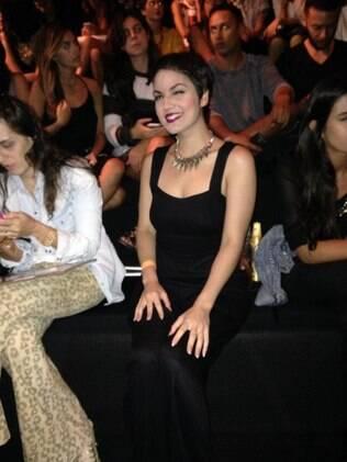 Mariana Cortines na primeira fila do desfile da Ausländer, no Fashion Rio