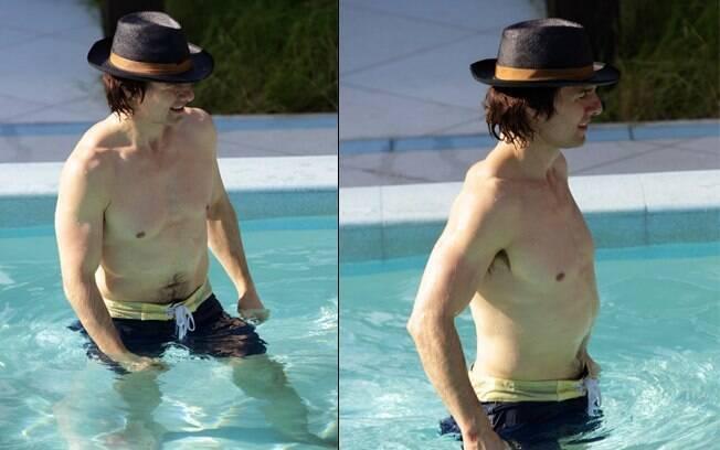 Foto de Tom Cruise na piscina de onde supostamente foi retirada a água que está à venda