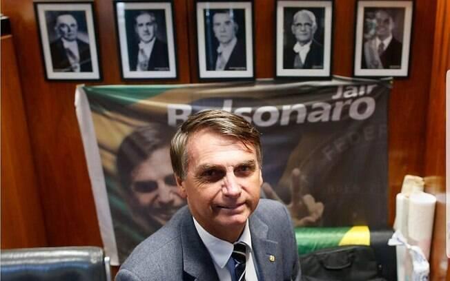 Jair Messias Bolsonaro se tornou o primeiro presidente militar eleito pelo voto popular desde a redemocratização
