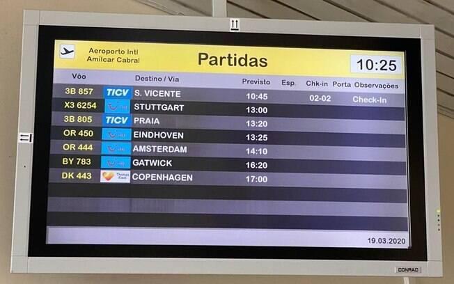 Registro feito por brasileiros mostra que voos de outras companhias aéreas estão confirmados
