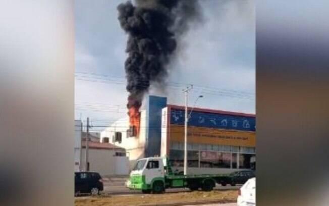 Climatizador pega fogo em loja na Avenida Mirandópolis, em Campinas