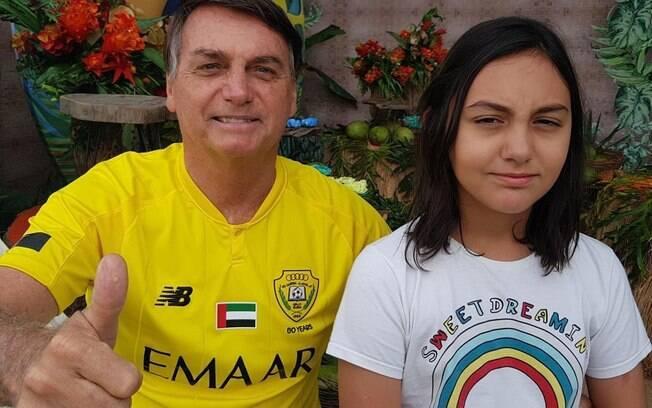 Bolsonaro ao lado da filha Laura