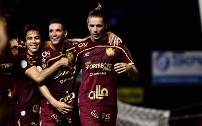Com gol de pênalti, Sport bate o Corinthians na Ilha do Retiro