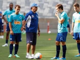 Técnico Marcelo Oliveira tem mais um jogo difícil nesta terça-feira