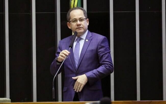 Cezinha de Madureira incluiu novas categorias de trabalhadores na proposta do Senado