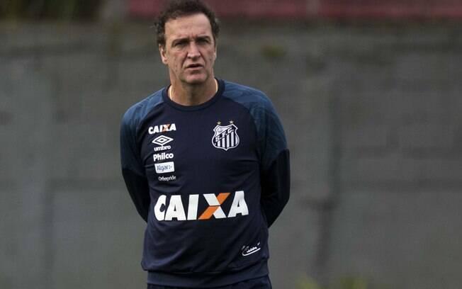 O técnico Cuca vive boa fase à frente do Santos