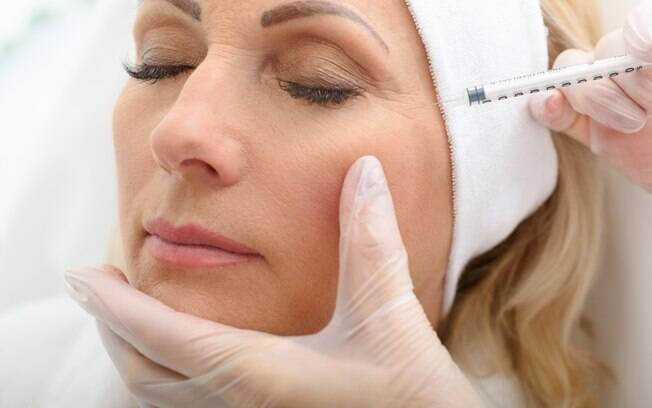 Para manter a pele jovem, procure procedimentos estéticos que dão uma aparência mais natural e diminui a flacidez