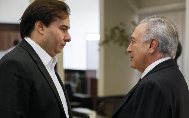 Michel Temer e o presidente da Câmara, Rodrigo maia (DEM-RJ): Planalto precisa de apoio do Congresso para aprovar PEC