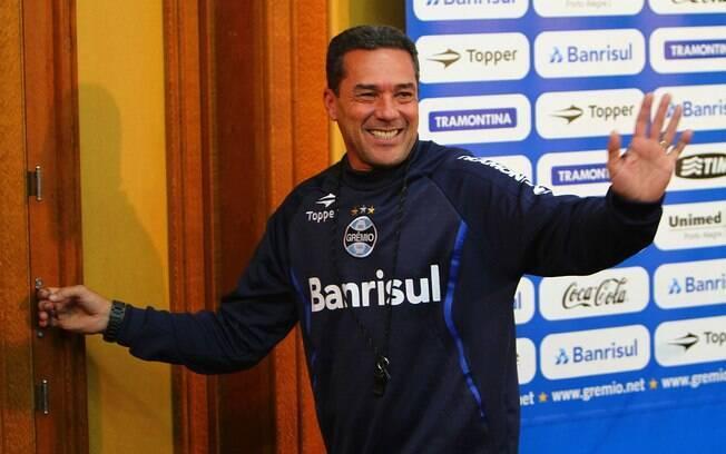 Foram 91 jogos no Grêmio, com 64% de  aproveitamento. Não conquistou títulos