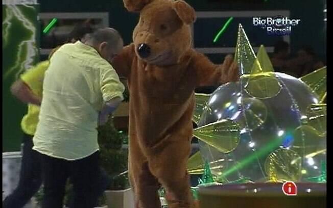 Urso volta a animar a festa dos brothers