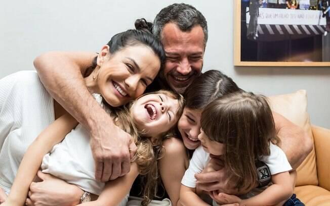 Malvino Salvador junto com a família