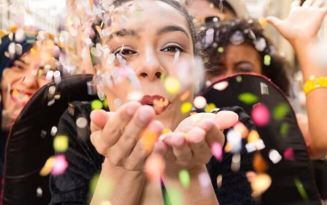 Fantasias de carnaval podem parecer engraçadas, mas nem todas são tão divertidas assim; veja o que evitar na folia