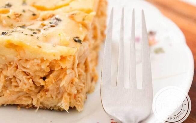 Torta de frango leva requeijão no recheio